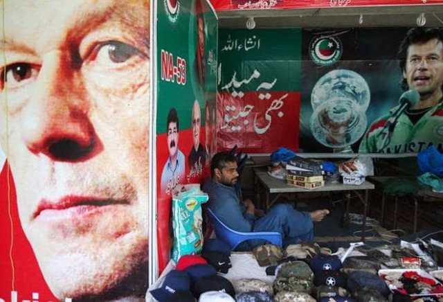 pakistan economy falls down